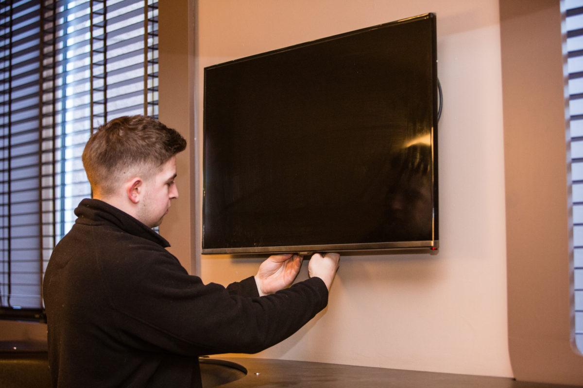 TV-wall-mounts-benefits